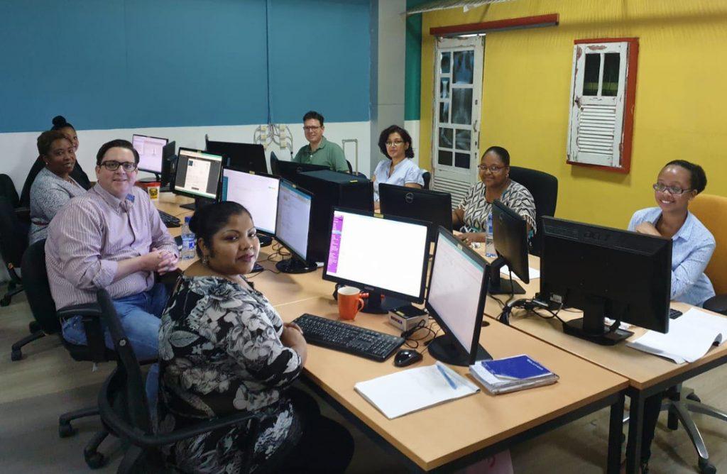 Van 't Hul en team Accountancy Alembo Suriname